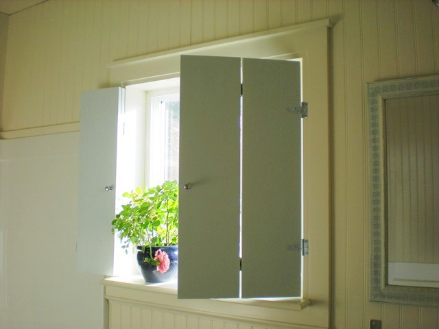 Designdreams by anne diy shutters for the bathroom for Window shutter designs interior