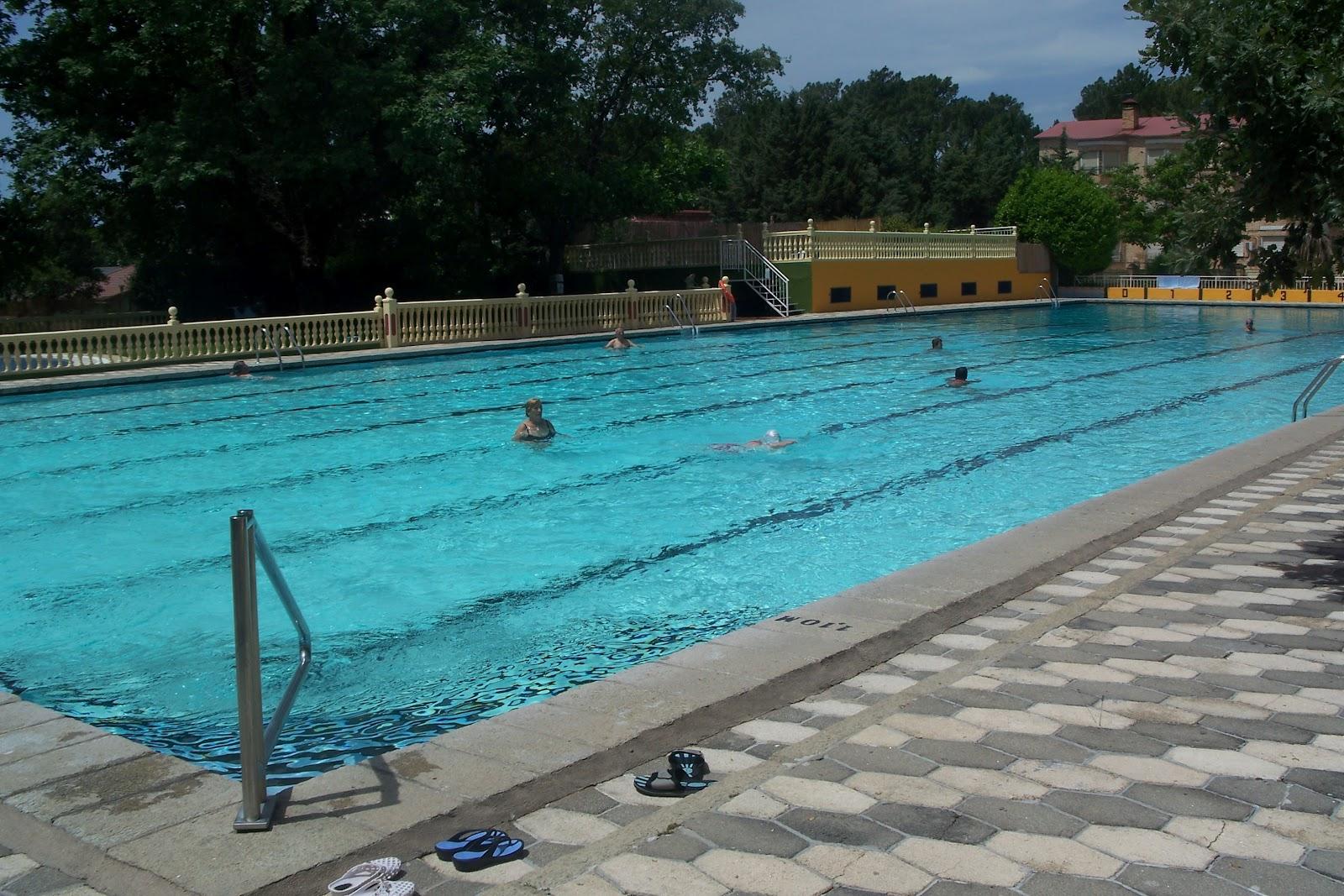 Piscina sotillo de la adrada beautiful with piscina for Piscina la adrada