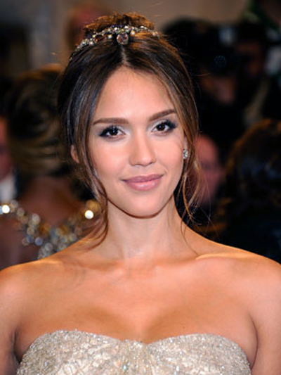 Jessica Alba gives off a soft and romantic vibe with a jeweled headband and pretty, neutral makeup.