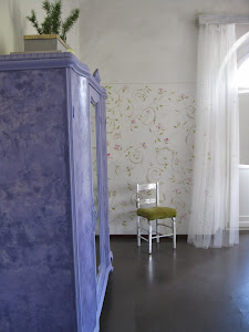 Painting Class in Umbria, Furniture, Walls, Art.