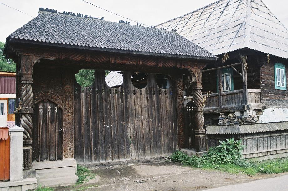 Travels in maramures maramures homes - Houses maramures wood ...