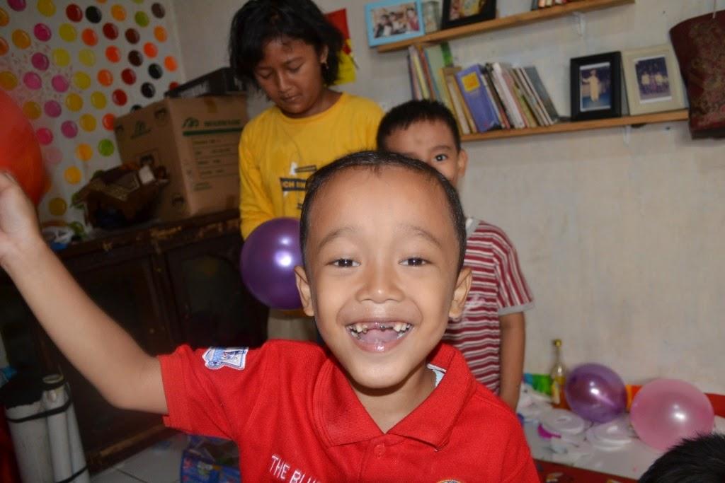 balon dan kebahagiaan dalam versi anak anak