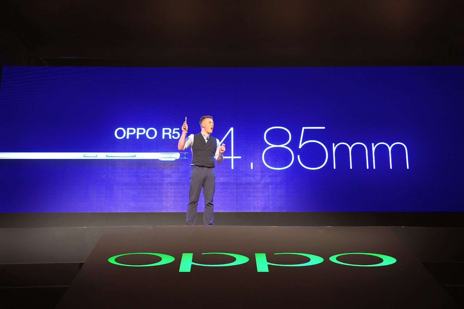 world's thinnest smartphone, oppo r5 in good fortune as the thinnest smartphone in the world
