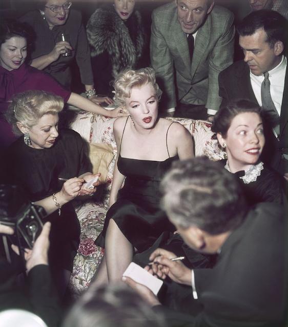 Marilyn Monroe in Little Black Dress #1950s #fashion #black #LBD #50s #monroe
