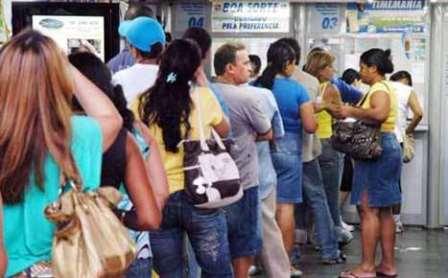 Apostadores lotam lotéricas em Limoeiro