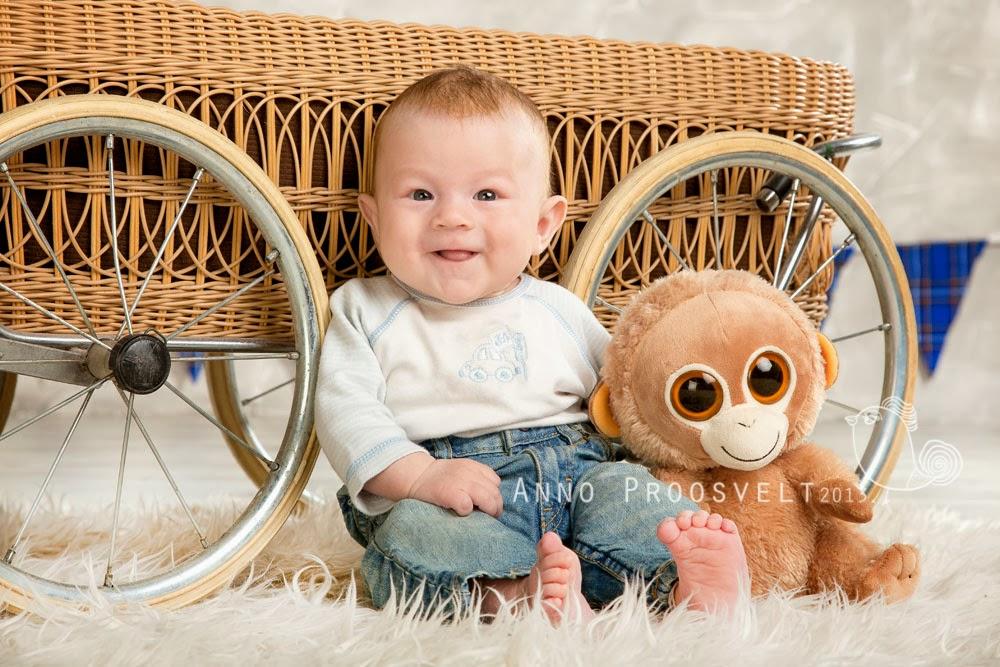 pildistamas-beebi-naeratab