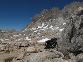 Am Potluck Pass; mein Rucksack träumt von einer North Palisade-Besteigung