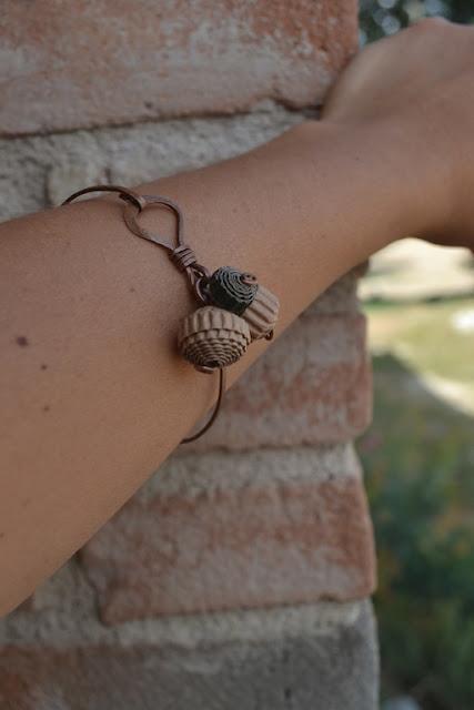 bracciale in rame e cartone ondulato 02 by La Civetta Chiacchierina