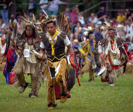 Cherokee People http://imlostinbooks.blogspot.com/2012/10/take-me-away-saturday-cherokee-culture.html