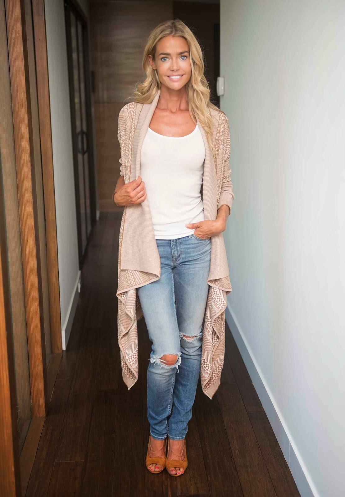 Denise Richards Wears Jen Rade Qvc Fashion Bettina Sandal Neve Beige