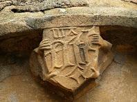 Detall de la portalada de Sant Julià d'Altura