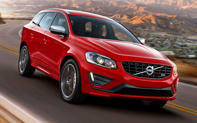 Front 3/4 view of 2015 Volvo V60 T6 R-Design