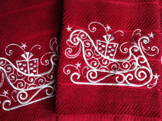Machine embroidered christmas handtowels embroidery it