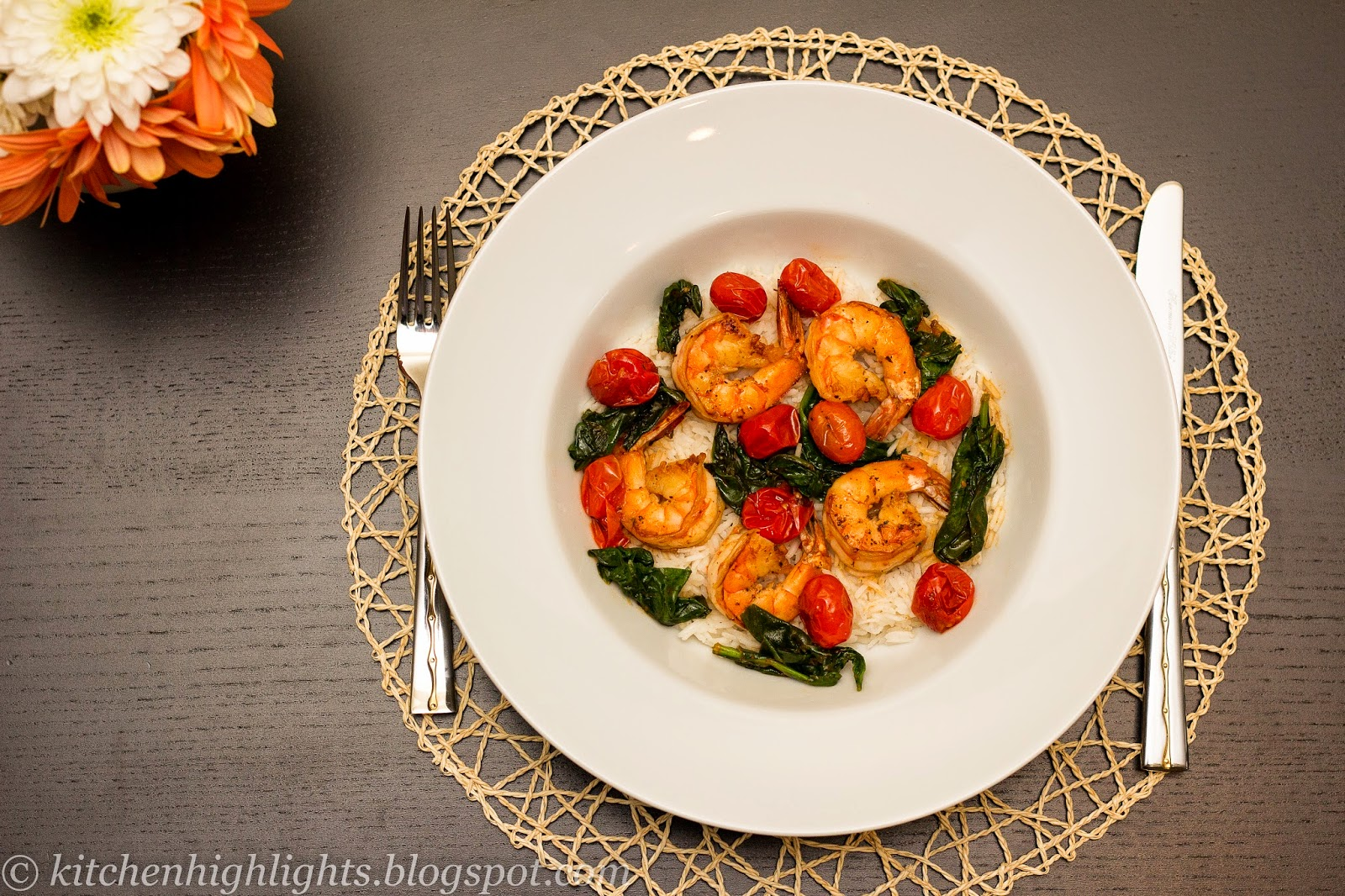 Simple, delicious and quick to cook, sautéed shrimp with fresh cherry tomatoes and spinach is an excellent choice for lunch or dinner