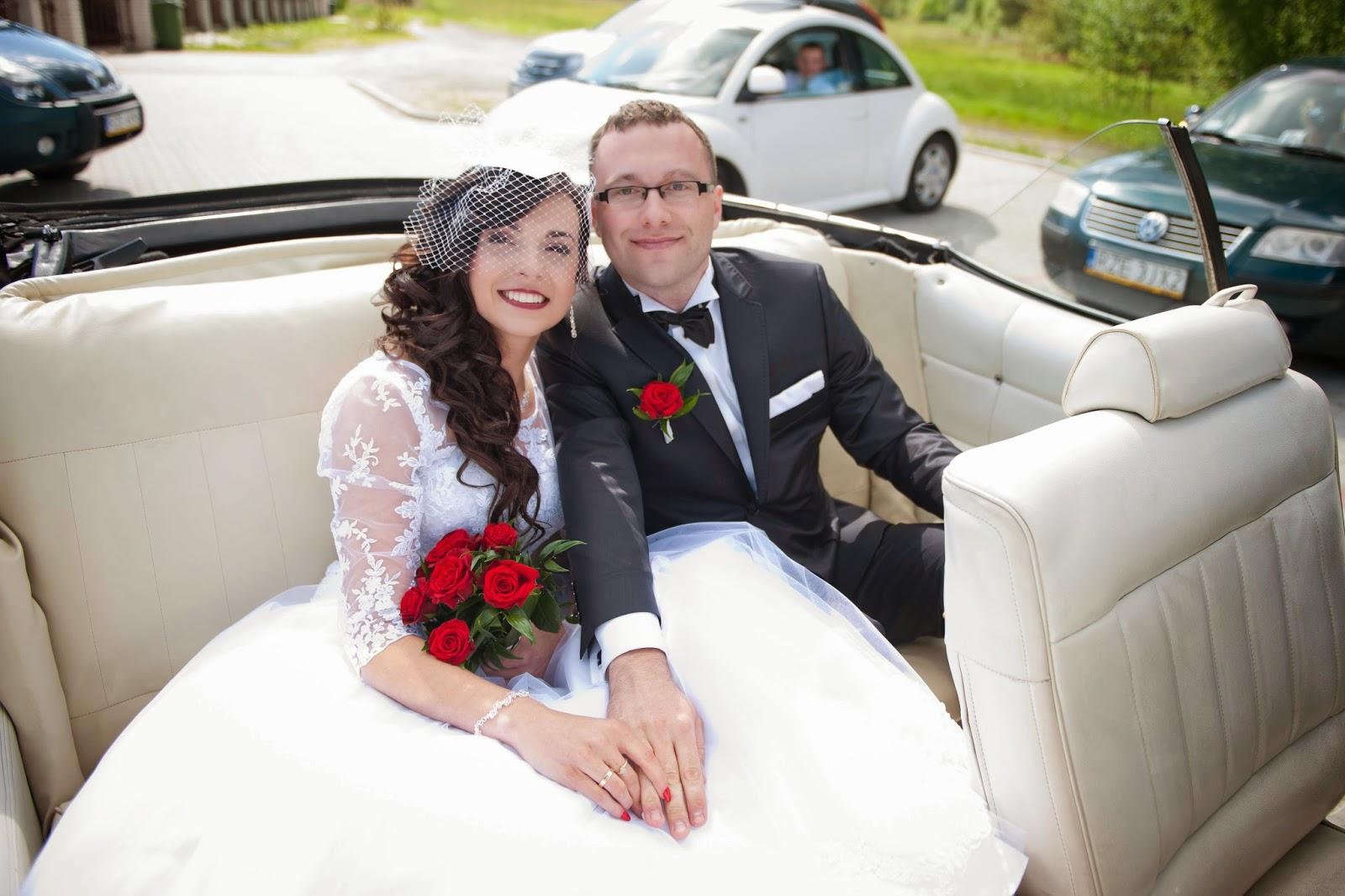 sukienka ślubna, moda ślubna, modne sukienki, koronkowe bolerko, czerwone dodatki do slubu, fryzury ślubne moda 2015, woalka, toczek z woalką