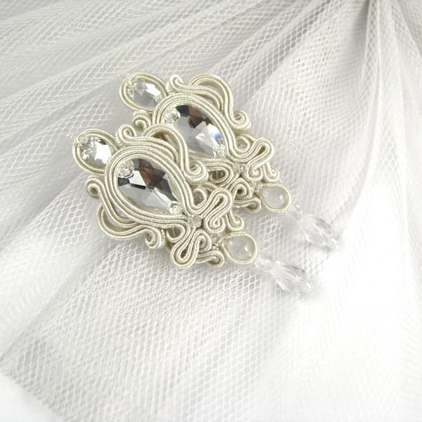 Eleganckie kolczyki ślubne sutasz ivory z kryształami Swarovski.
