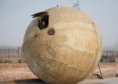 Chino construye esferas para sobrevivir a un mega tsunami