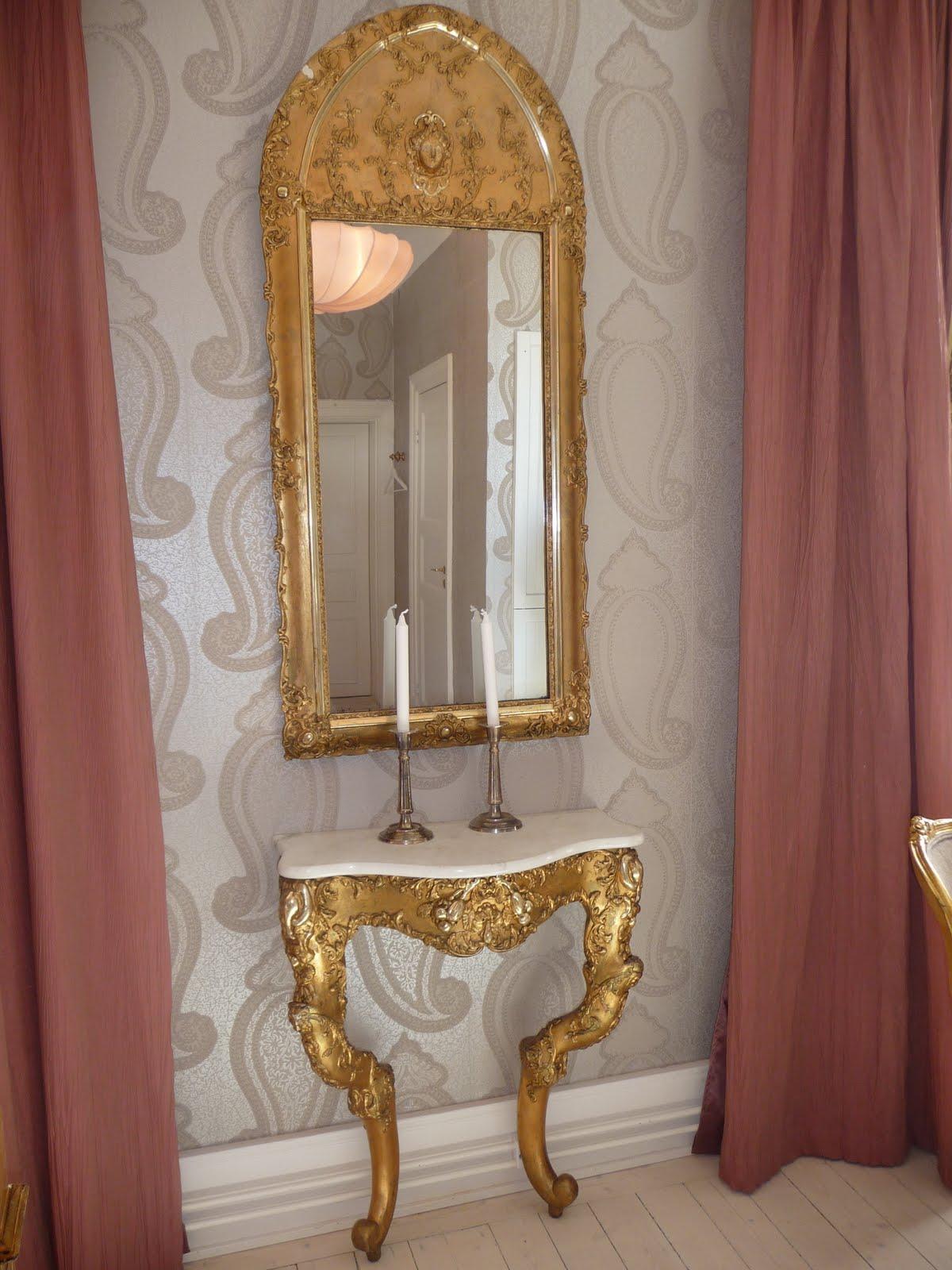 Njutbara ting: Älskade guldspegel