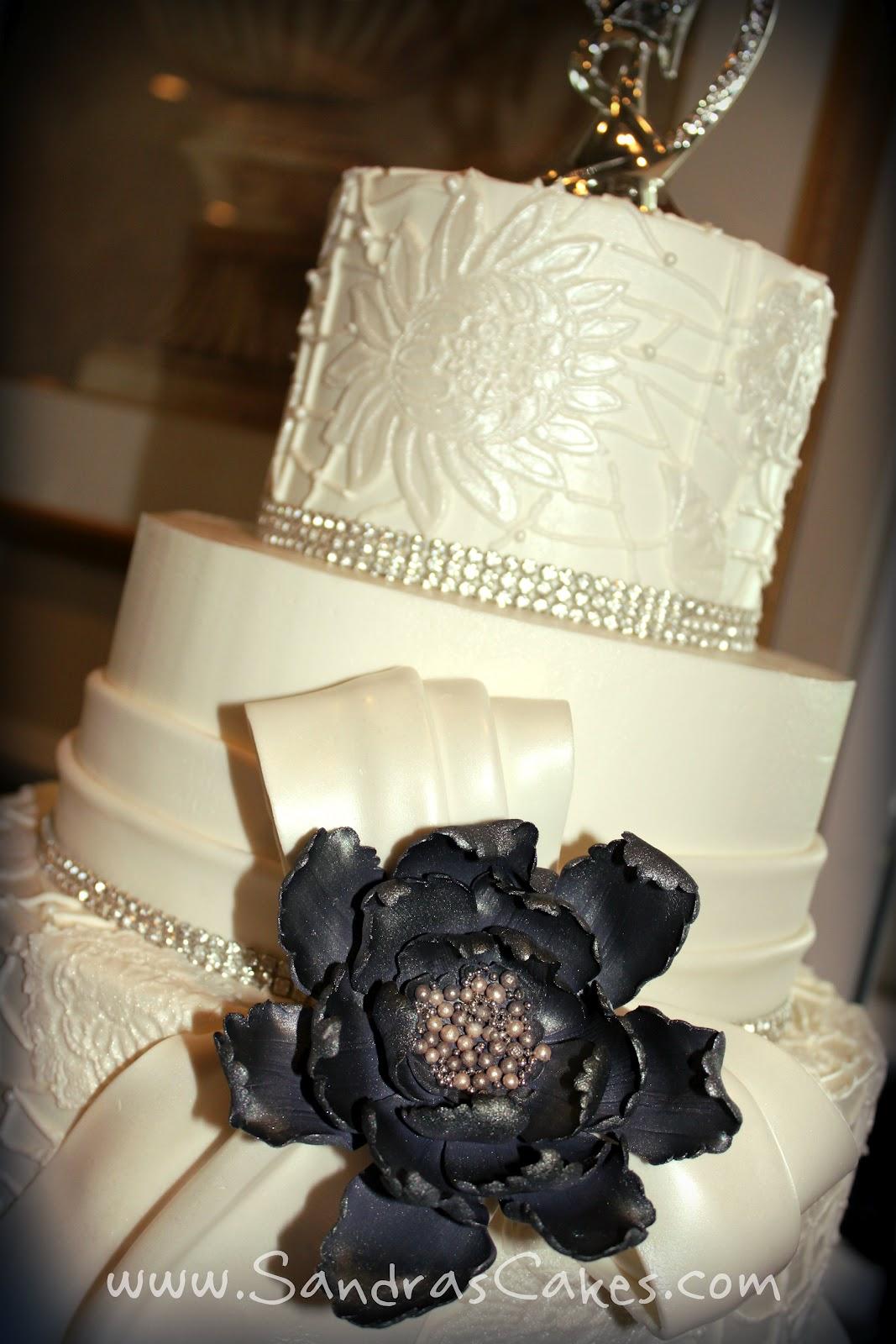 Elegant and Sophisticated Wedding Cake