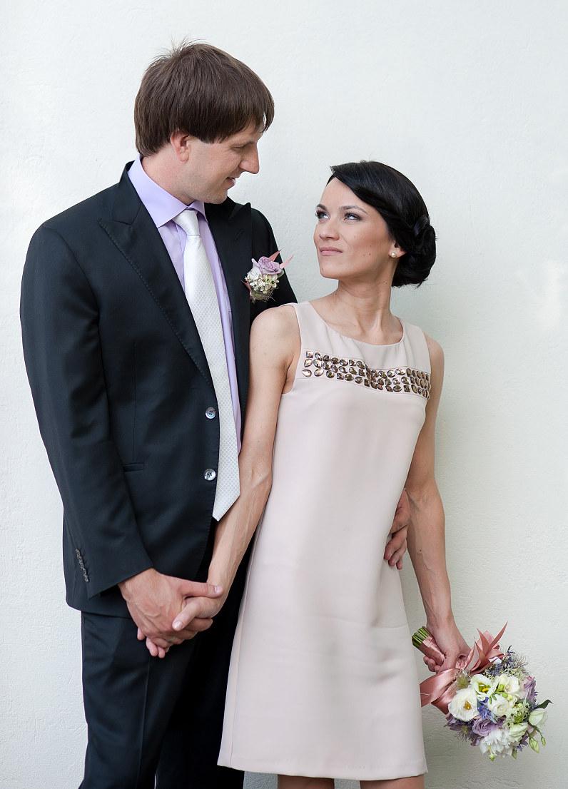 trumpa vestuvinė suknelė nedidelėms vestuvėms