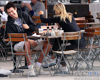Maria Sharapova With Boyfriend Sasha Vujacic drinking Coffe