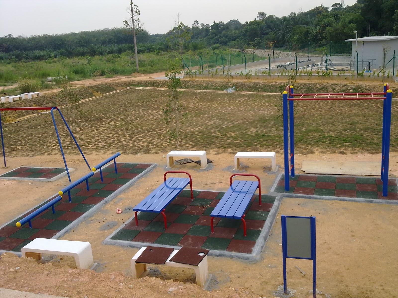 Taman Permainan Kanak-kanak di Rumah di Sebelah Taman Permainan