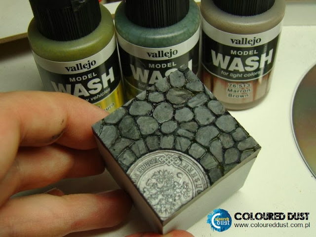 How to paint Town Square Base?