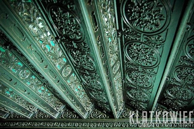 Poznań: ozdobne żeliwne schody