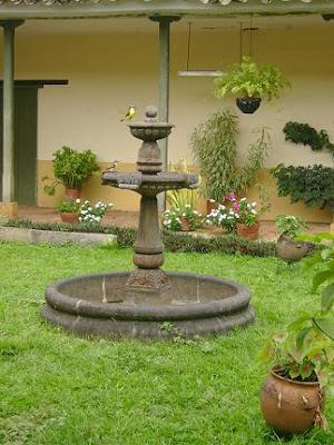Decoraciones y modernidades modernos patios o jardines con fuentes decorativas - Fuentes para patios ...