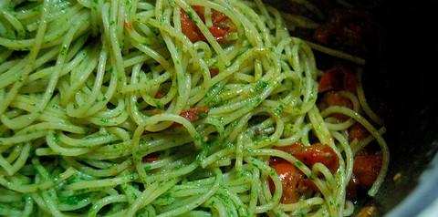 Spaghetti with Basil Pesto and Tomatoes