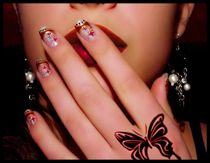 TATTOO FASHION: New Look with Summer Nail Color Trends