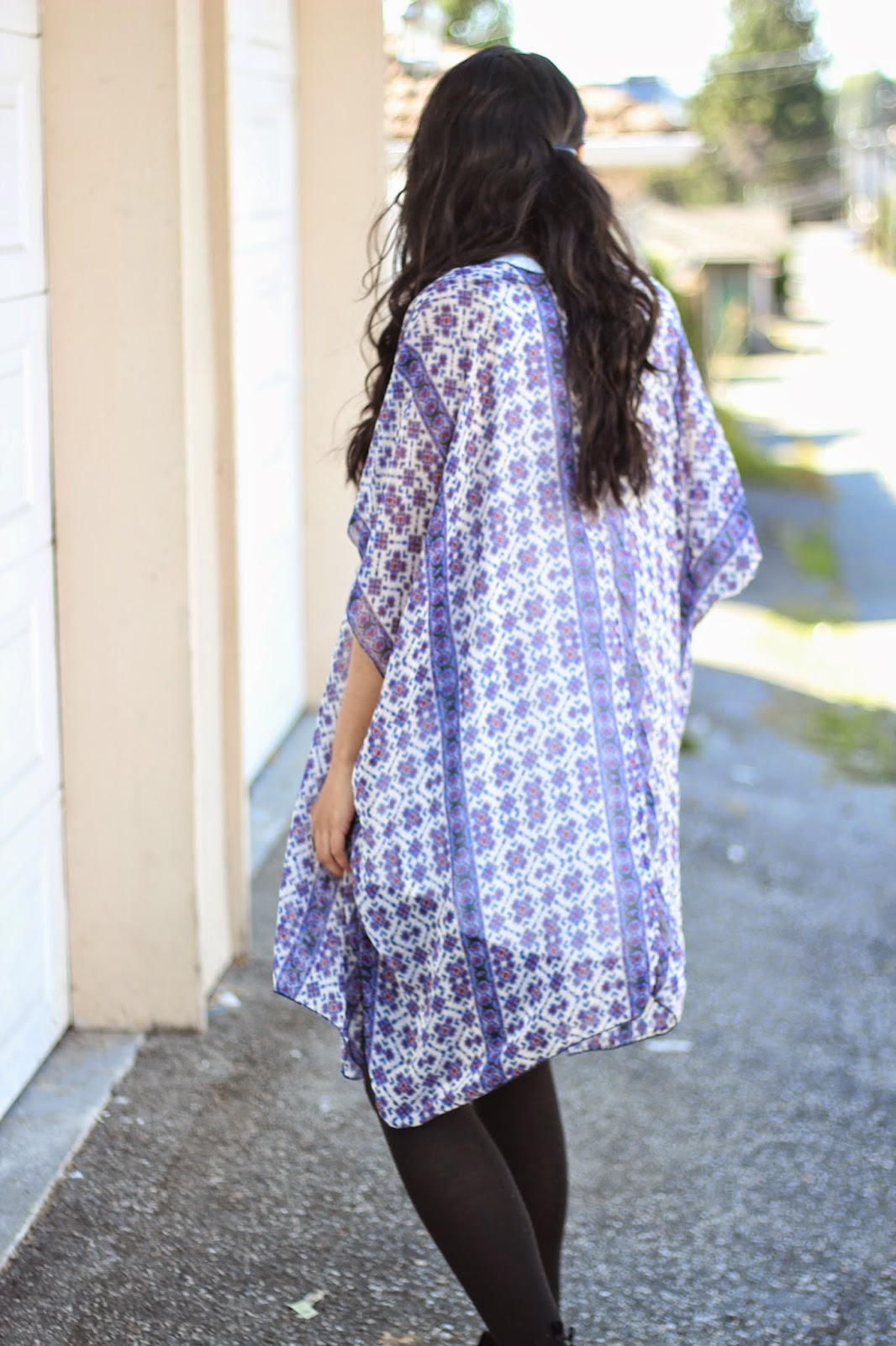 floral kimono with white dress www.footnotesandfinds.com