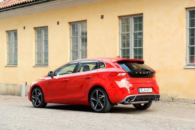 Volvo%2BV40%2BR%2BDesign