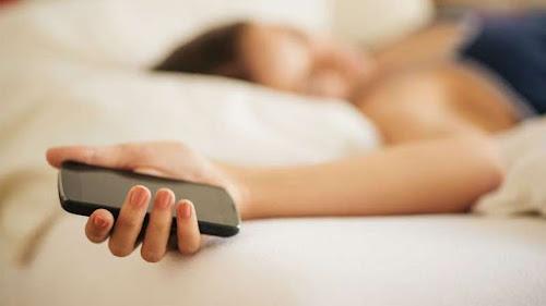Conheça o truque que faz você descobrir se seu amigo(a) no Facebook está dormindo (ou não)