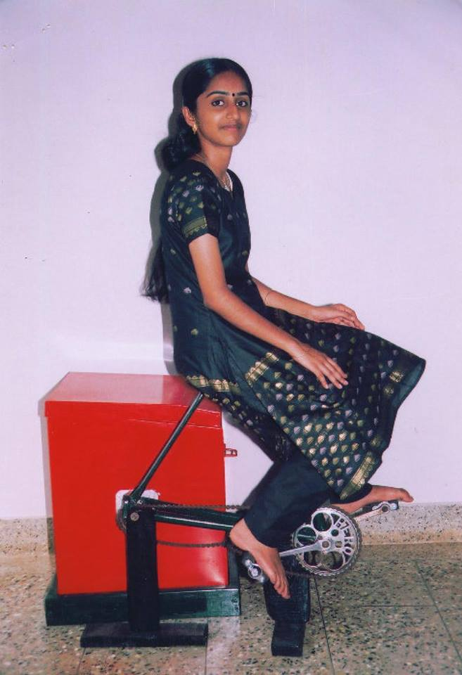 school girl Remya awesome invention: Washing + Exercise Machine Works without Electricity