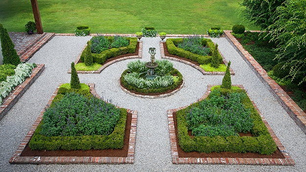 Many Of The Gardens In Williamsburg Have Some Common Design Elements. Can  You Spot Them?