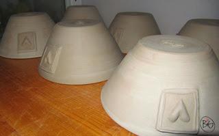 drejad läderhård frukostskål i stengodskeramik