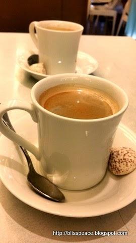 A quiet breakfast ...