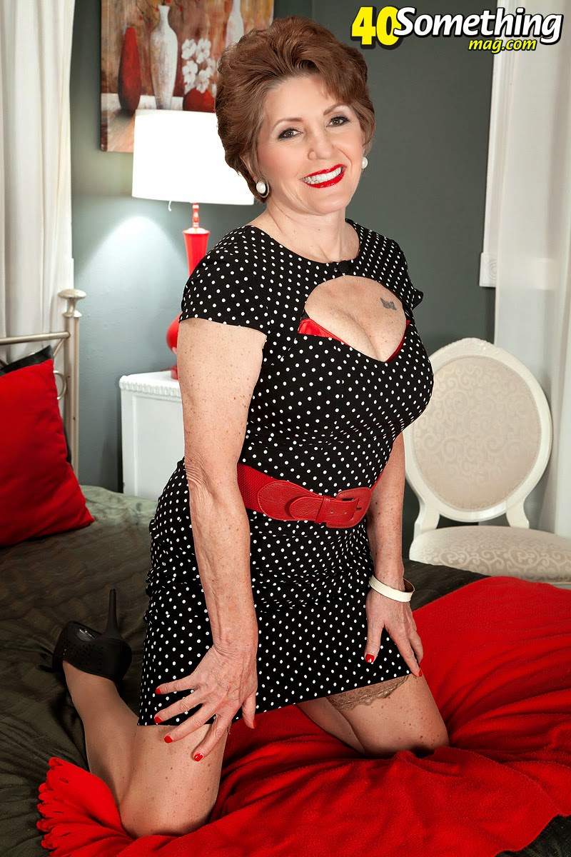 Bea Cummins And Jewel Cool bea cummins is 70 and still loves to strip | hot mature women
