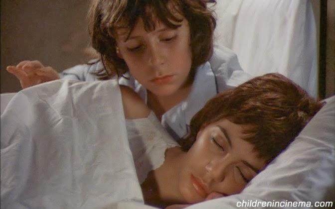 Мама с фильм сыном спит