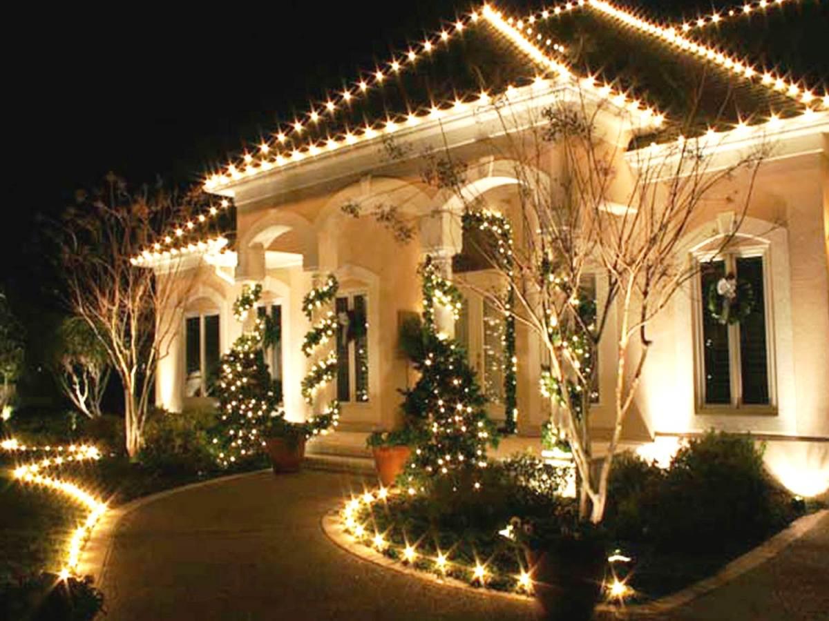 Icono interiorismo decora la fachada de tu casa con luces for Decora tu casa virtual
