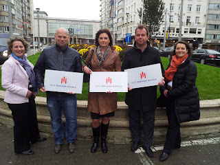 City Partner Hotels in Oostende. Personen Von links nach rechts: Hélène de Wolf (CPH Senior Accountmanager Benelux), Eric van Osta, Inge Vlamynck (City Partner Hotel Mondo & City Partner Hotel The Terrace), Bart de Bruyker (City Partner Hotel Ter Streep), Larissa Kumfert (Larissa Kumfert CPH Sales Manager Leisure)