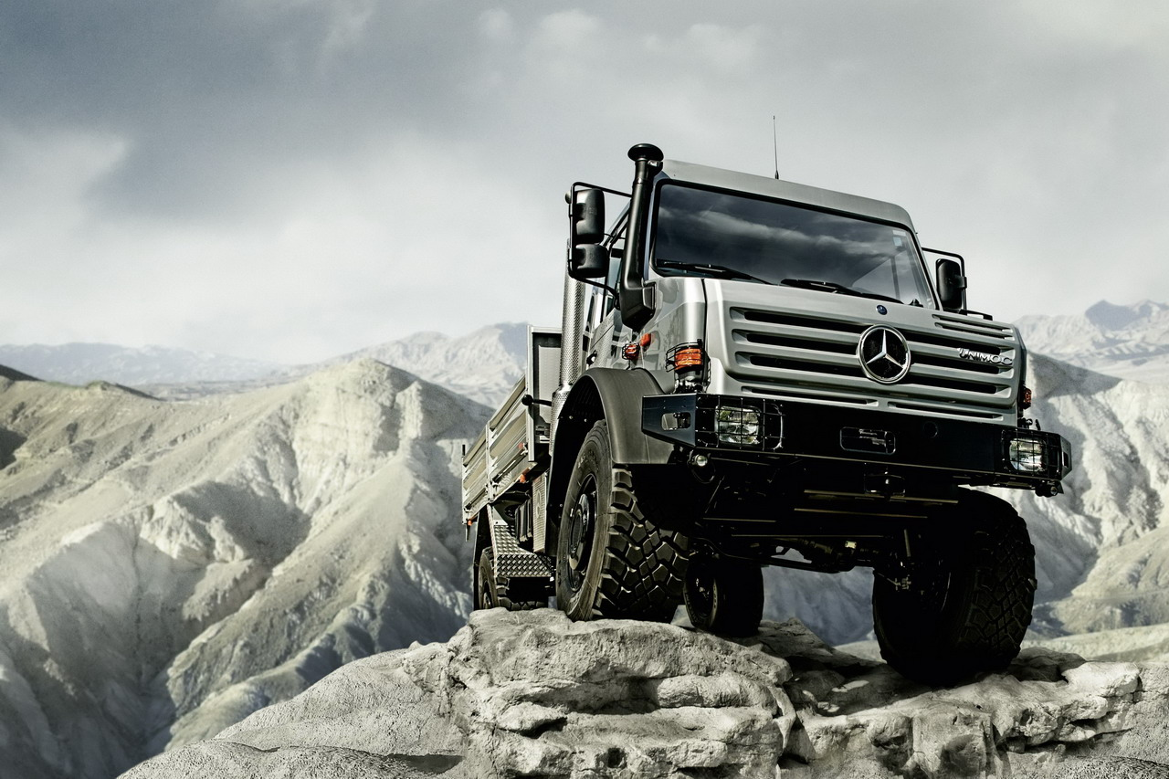 http://1.bp.blogspot.com/-AehuOBuMjHQ/TeNuljKC4vI/AAAAAAAAAd8/WR0IGvGTKD8/s1600/mercedes-benz-unimog-is-off-roader-of-the-year-2009.jpg