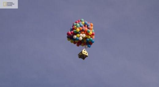 شاهدوا بالصور: ناشيونال جيوغرافيك تقوم بمحاولة ناجحة لصنع بيت البالونات الطائر 201209192025242511