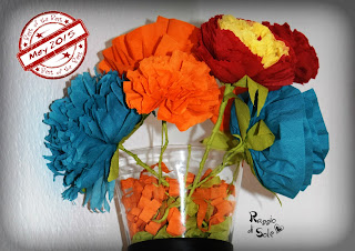 http://raggiodisolecreazioni.blogspot.com/2015/05/fiori-di-cartasemplici-e-colorati.html