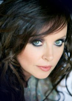 close up photo image of Sarah Brightman