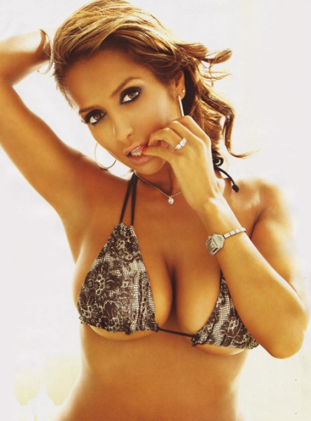 Hot Nikitha Dupia cleavage