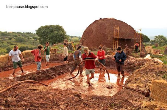 Construcción de viviendas con fardos de paja y barro