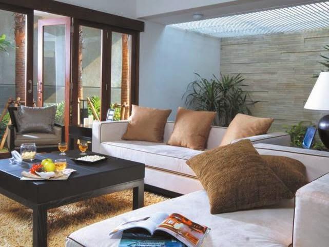 desain taman dalam ruang keluarga model desain rumah terbaru
