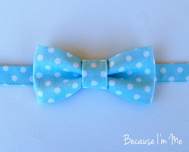 Because I'm Me blue and white dot boys bow tie